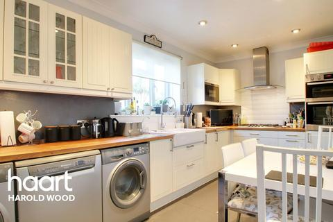 3 bedroom end of terrace house for sale - Daventry Road, Harold Hill, RM3 7QS