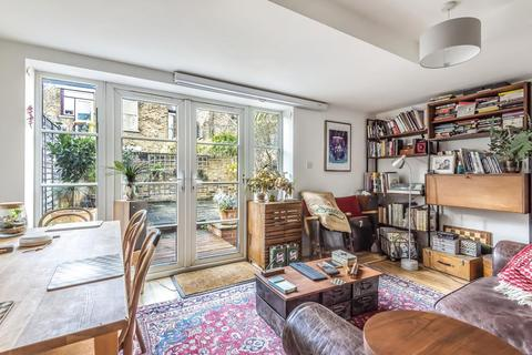 2 bedroom flat for sale - Lysias Road, Balham