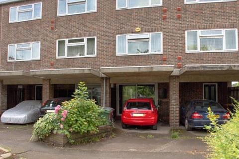 3 bedroom terraced house to rent - Clover Close