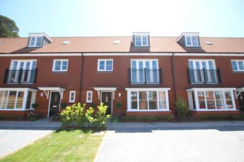 4 bedroom terraced house to rent - Frimley