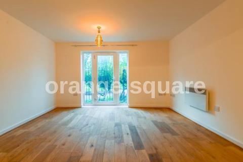 1 bedroom ground floor flat for sale - Chamberlain close , ilford  IG1