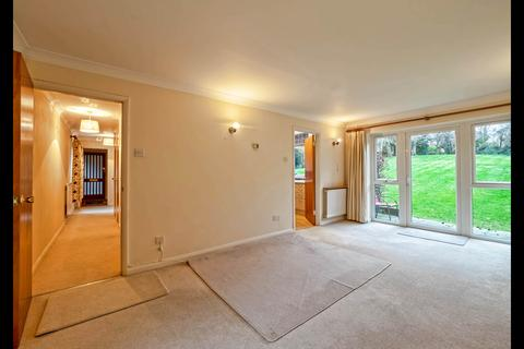 2 bedroom flat to rent - Northwood, HA6