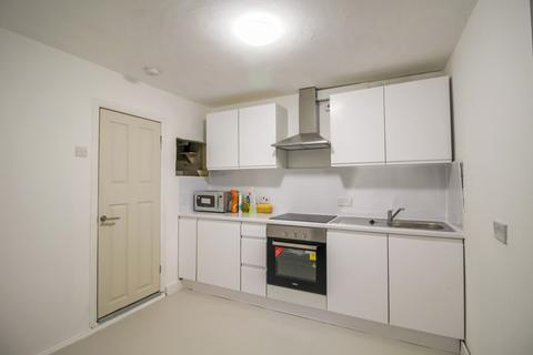 5 bedroom terraced house to rent - Corporation Street, London, E15
