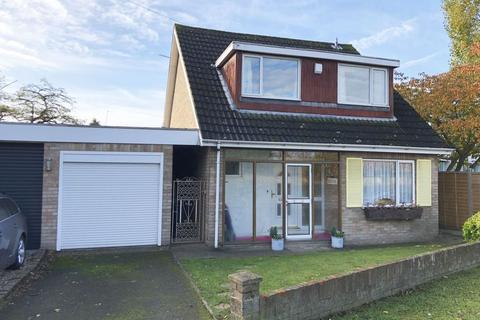 3 bedroom detached house for sale - The Causeway, Staines Upon Thames, TW18