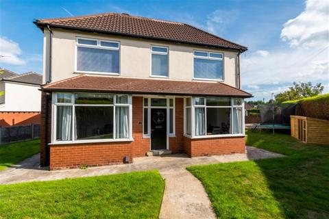 4 bedroom detached house for sale - Swinnow Avenue, Bramley, LS13
