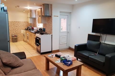 8 bedroom terraced house to rent - 63 Alton Road