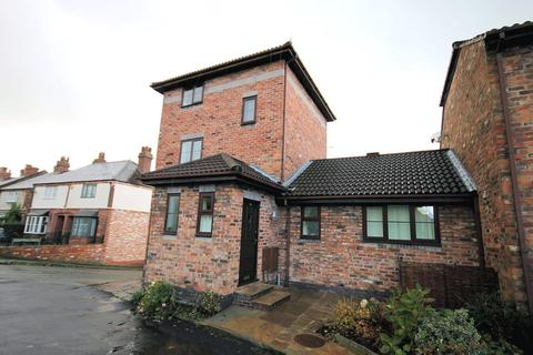 2 bedroom apartment to rent - Mobberley Road, Knutsford