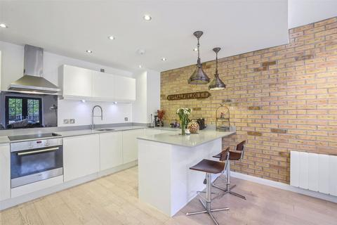 3 bedroom flat to rent - Colefax Building, 23 Plumbers Row, London, E1
