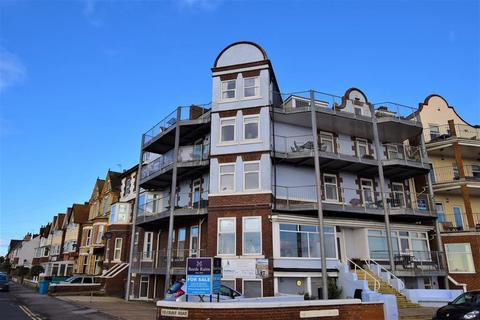 3 bedroom flat for sale - South Marine Drive, Bridlington, YO15 3JJ