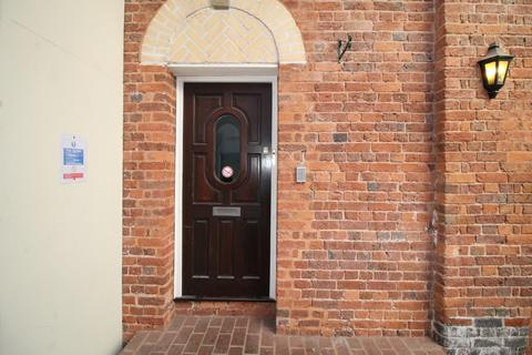 3 bedroom flat to rent - 1 The Courtyard St Annes's Well