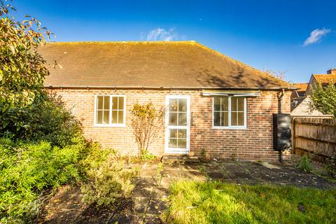 2 bedroom bungalow to rent - 3 Old Chapel Cottages, Yattendon, RG18