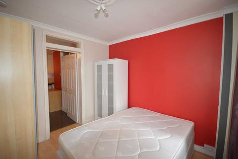 Studio to rent - Manchester Road, South Quay