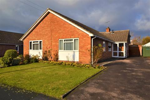 3 bedroom bungalow for sale - Leyson Road, The Reddings, Cheltenham, GL51 6RX