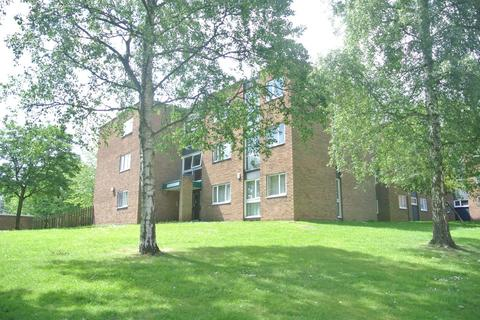 2 bedroom flat to rent - Denham Court, Park Approach
