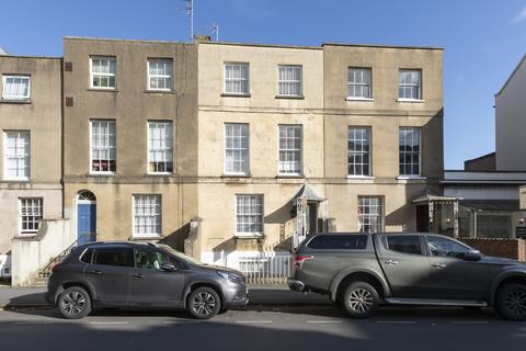 1 bedroom property to rent - Clarence Street, Cheltenham GL50 3LB