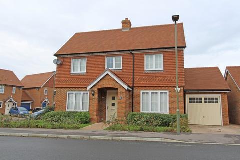 4 bedroom detached house to rent - Hayton Crescent, Tadworth
