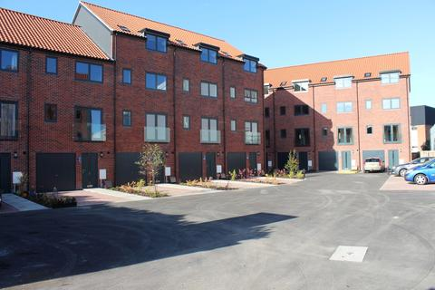 4 bedroom townhouse to rent - Bainbridge Courrt, Newark