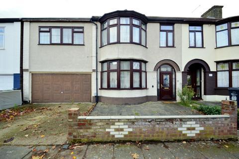 5 bedroom terraced house to rent - Hurstbourne Gardens, Barking