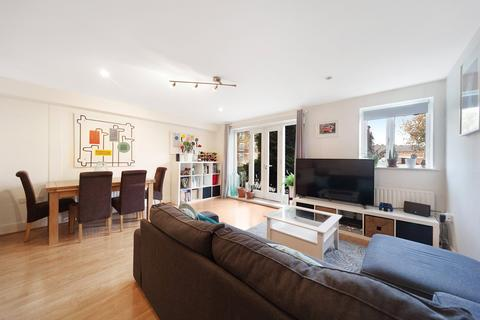 2 bedroom flat for sale - Larkhall Lane, Stockwell, London, SW4