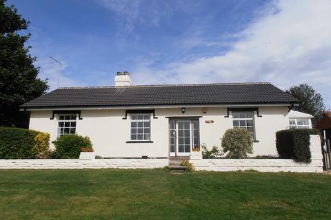 3 bedroom detached bungalow to rent - Virginia Lodge, Church Lane