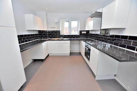3 bedroom flat to rent - Duffield Close, Wolverhampton