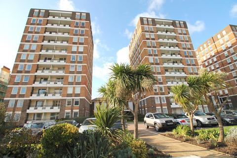 3 bedroom apartment to rent - Grand Avenue, Hove, East Sussex, BN3 2NN