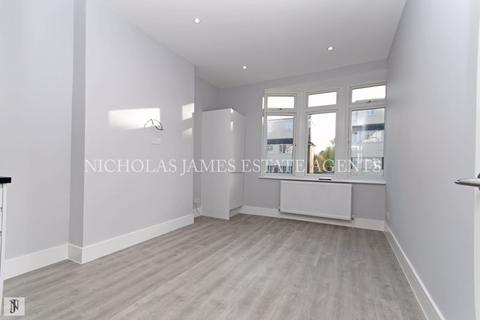 3 bedroom apartment to rent - Windmill Hill, Enfield, EN2