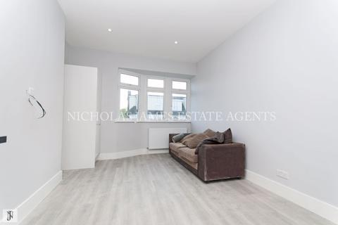 3 bedroom apartment to rent - Windmill Hill, Enfield Chase EN2