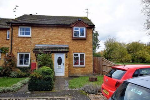 2 bedroom end of terrace house for sale - Meadow Way, Aylesbury