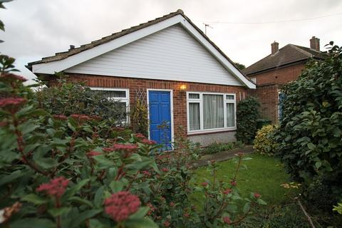 3 bedroom bungalow for sale - Seaton Drive, Ashford, TW15