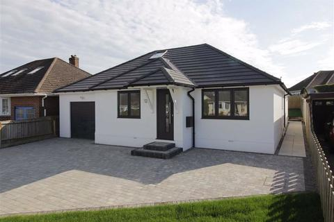 3 bedroom detached bungalow for sale - Barton on Sea, Hampshire