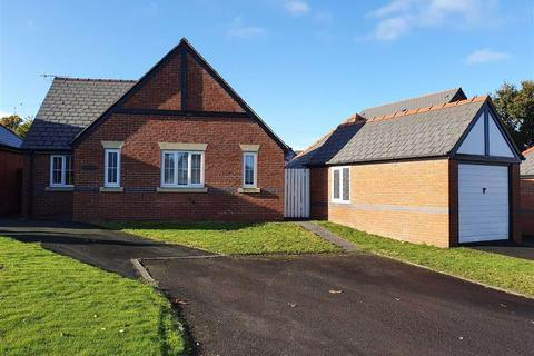 2 bedroom bungalow to rent - Parc Caradog, Welshpool, SY21