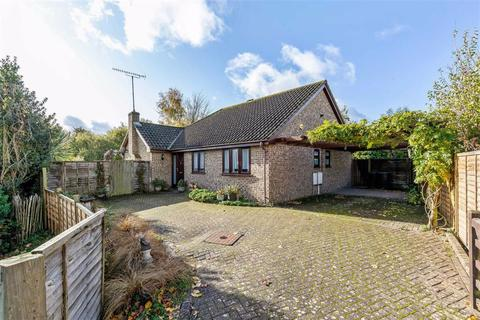 3 bedroom detached bungalow for sale - Glebe Way, Ashford, Kent