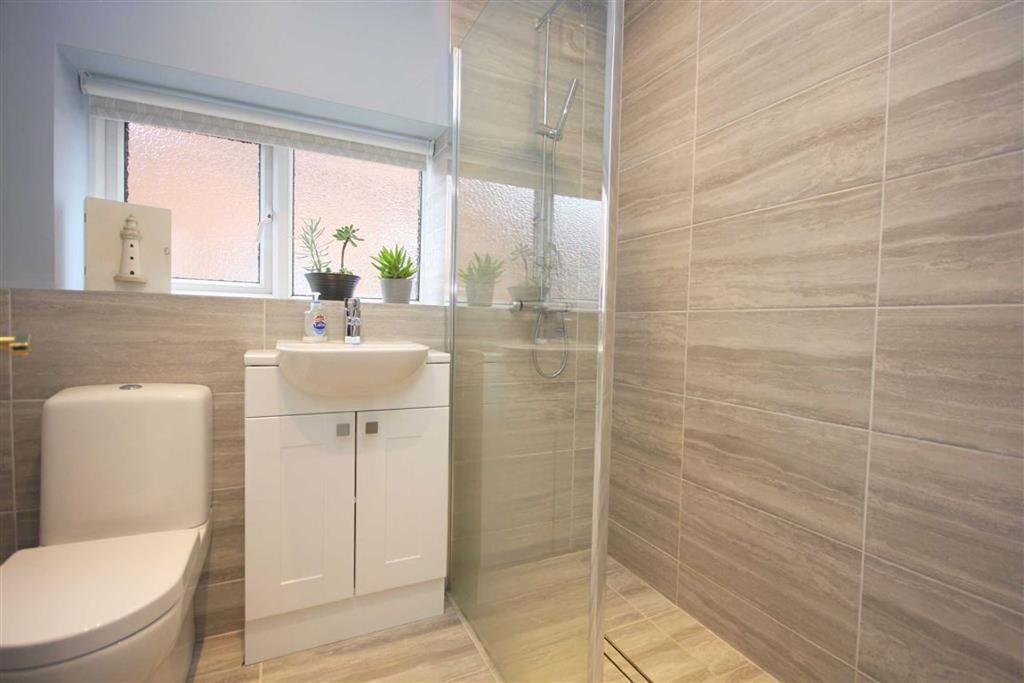 Extra shower room photo