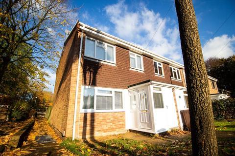 3 bedroom end of terrace house to rent - Wildman Close, Rainham