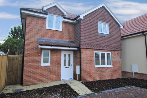 3 bedroom detached house for sale - Romill Close, West End