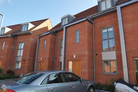 4 bedroom terraced house to rent - Chancellor Drive, Frimley