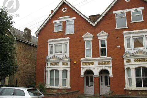 1 bedroom flat to rent - Chaucer Road, Bedford