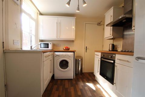 2 bedroom flat to rent - Addycombe Terrace, Heaton