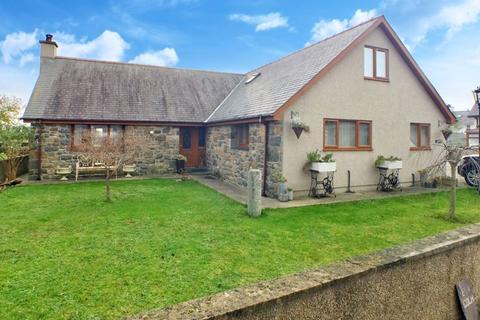 5 bedroom detached bungalow for sale - Morfa Bychan, Porthmadog, Gwynedd.