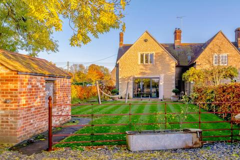4 bedroom end of terrace house for sale - Down ampney