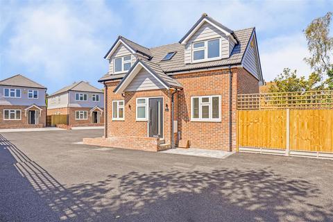 2 bedroom detached house for sale - Robin Close, Vicarage Road, Sittingbourne