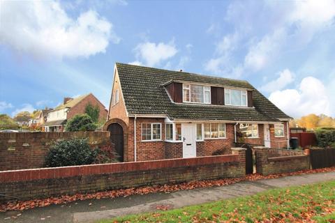 3 bedroom semi-detached house for sale - Halls Road, Tilehurst, Reading, RG30 4PX