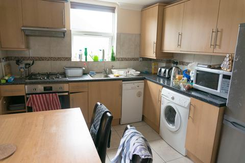 2 bedroom apartment to rent - Albany Road, London, SE5