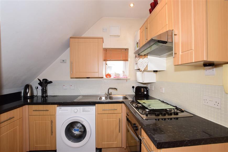 stubbington avenue, portsmouth, hampshire 2 bed apartment for sale - 150,000