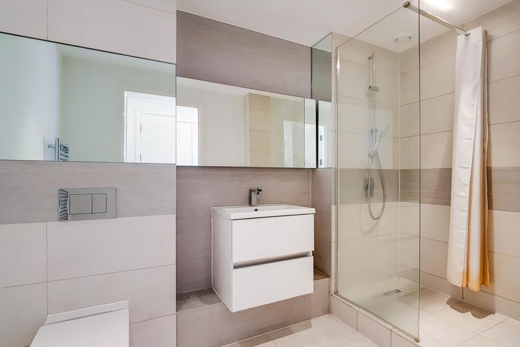 14 Bathroom 7