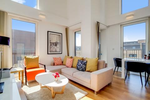 3 bedroom apartment for sale - Whiting Way London SE16