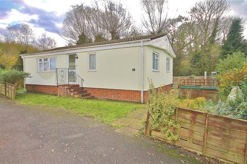 2 bedroom bungalow for sale - Eastern Avenue, Penton Park, Chertsey, Surrey, KT16