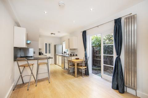 2 bedroom ground floor flat to rent - Stronsa Road, London, W12