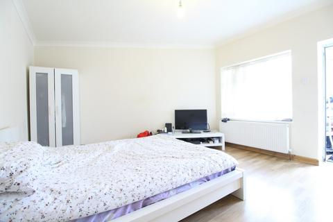 2 bedroom flat to rent - Daphne Gardens, Chingford, E4